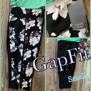 New GAP GapFit High Rise Black/White Floral Print